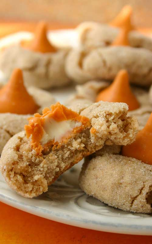 These Pumpkin Spice Kiss Blossoms are chewy cinnamon cookies that are crazy good and taste like fall. Like October and November-times.