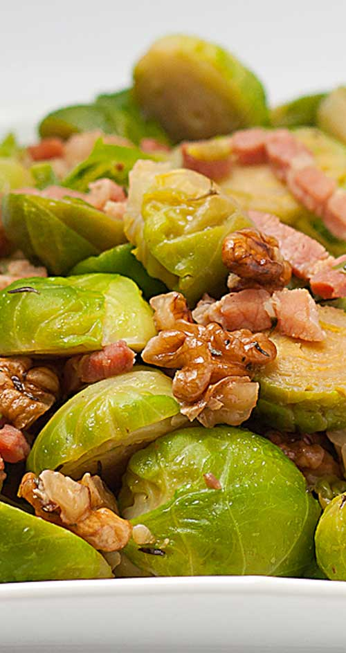 Most people I know dislike brussels sprouts - which is a shame, as this little green dudes are made of health. But bacon? Everybody loves bacon, and anything with bacon tastes great!