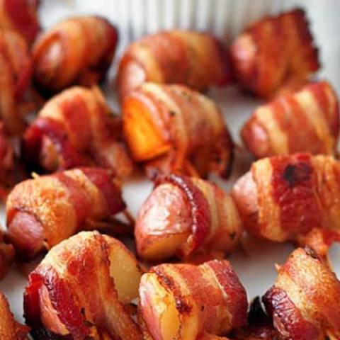 Recipe for Bacon Wrapped Rosemary Potatoes - The perfect party food...potatoes and bacon! This is my goto recipe for any party, and they ALWAYS disappear!