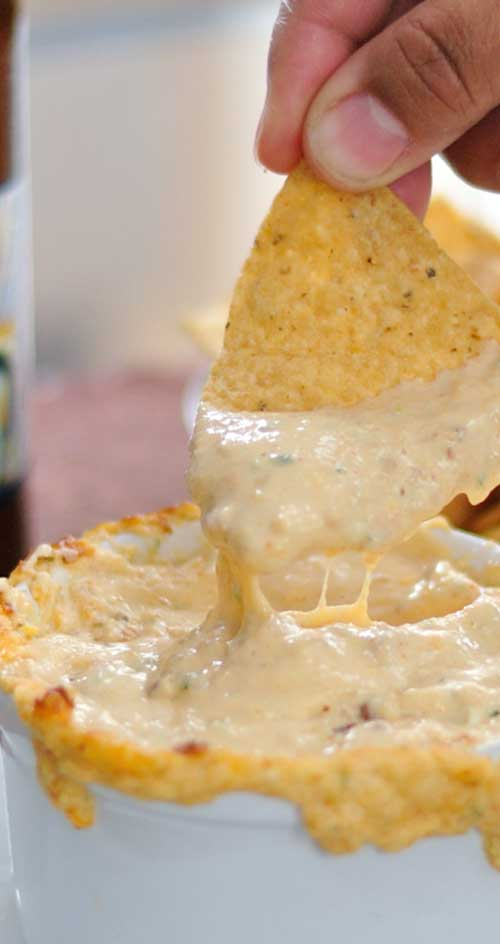 ThisWarm Cheese & Beer Dip is one of those creamy, gooey dips that you casually taste, and then find yourself scarfing down half the bowl before you fully come to your senses! #cheese #dip #appetizer #partyfood