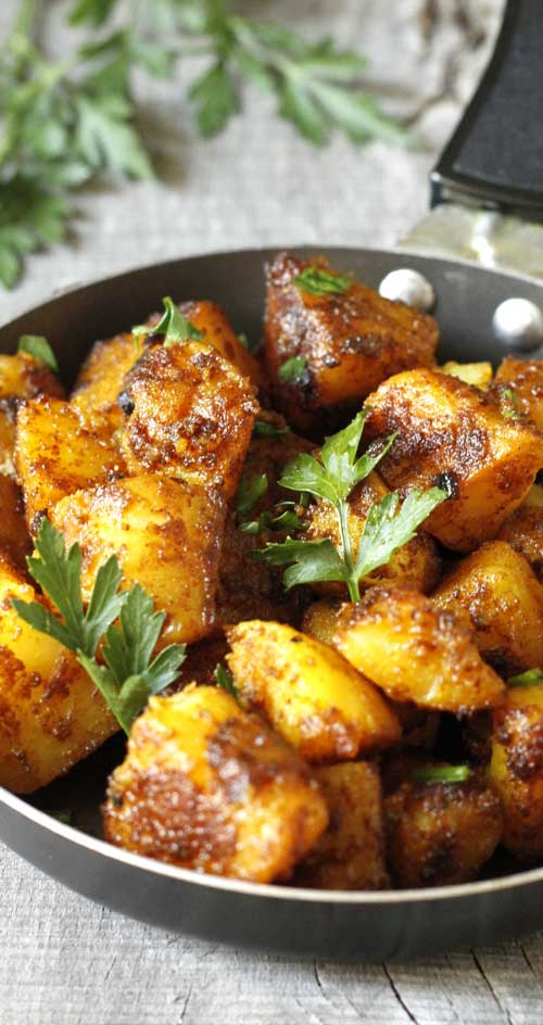 This is a healthy recipe for Bombay Potatoes, a typical Indian dish. Quick and simple, and oh sooo yummy! #healthyrecipe #indianfood #potatorecipe