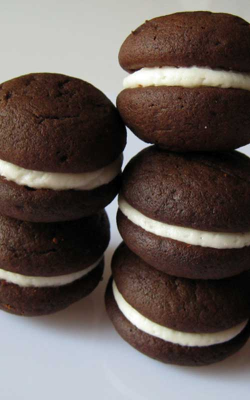 Here is a yummy play on the classic American cookie, the Oreo. Creamy vanilla filling between two cakey, chocolatey cookies...these Mini Oreo Whoopie Pies are oh so good!