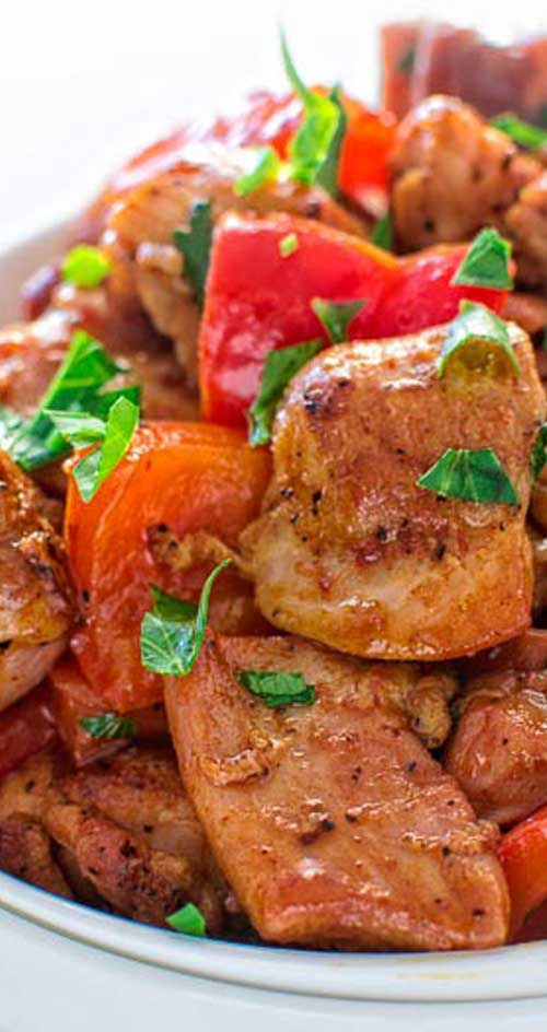 This quick and flavor-filled smoky paprika chicken seared with bell peppers makes a perfect 30-minute dinner! #chicken #dinnerideas #easyrecipe
