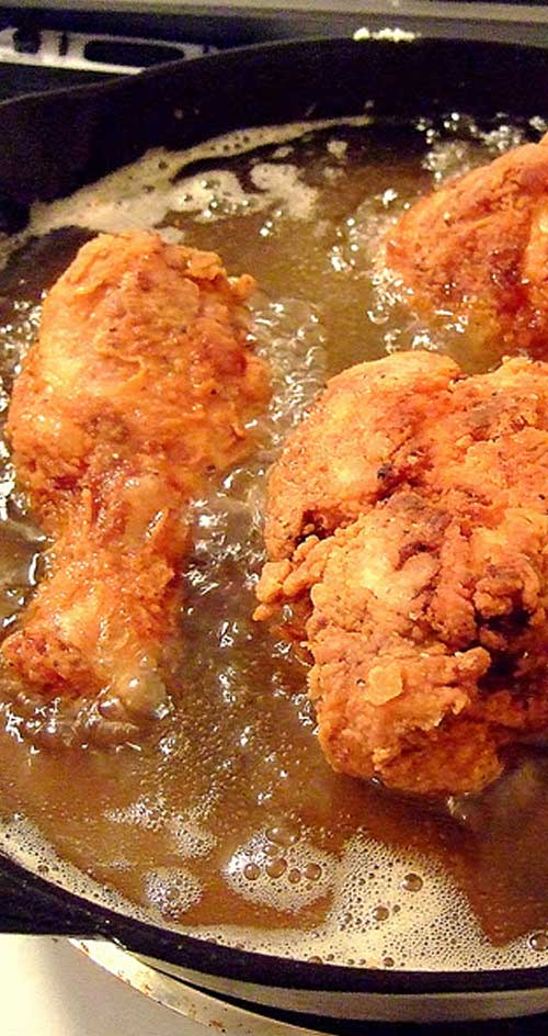 Unlike most fried chicken recipes I have tried, this Skillet Fried Chicken recipe creates a nice crunchy crust and very moist, tender meat. Not an easy combination to achieve. #friedchicken #chickenrecipe #dinneridea