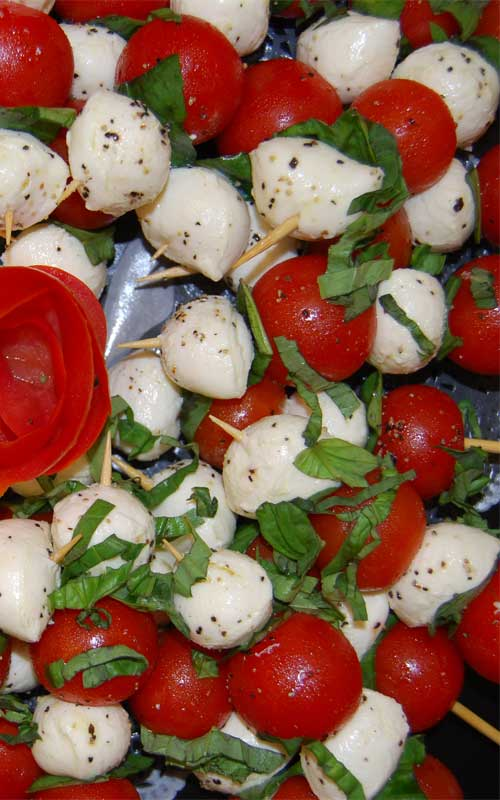 Recipe for Caprese Salad Skewers - This is a super simple appetizer that doesn't involve cooking. And who does not love caprese salad?!