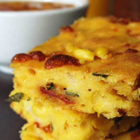This recipe for Italian Cornbread with Sundried Tomatoes takes everything there is to love about a caprese salad, and wraps it all up in some delicious cornbread. It almost tastes like pizza, but is soo much better for you.