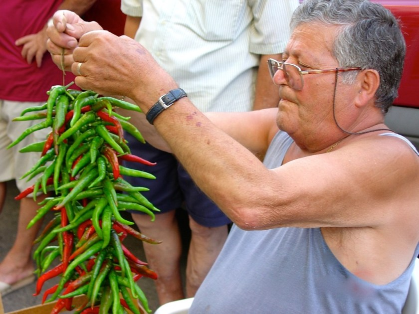 stringing peperoncino in calabria