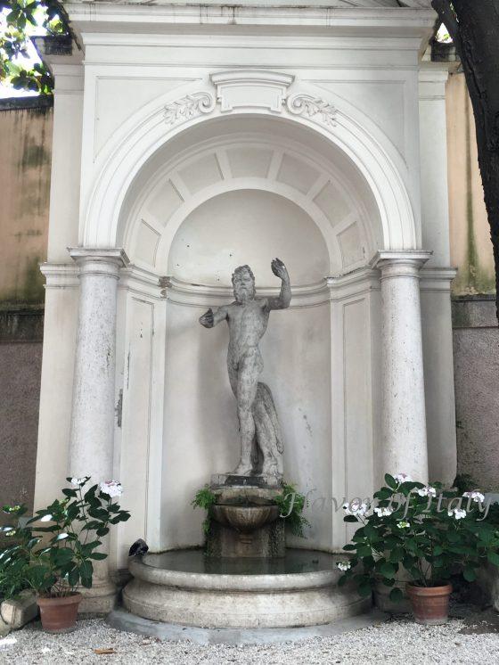 Palazzo Malvezzi Campeggi Statue