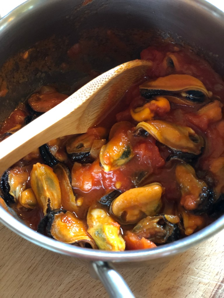 Spicy tomato mussel sauce