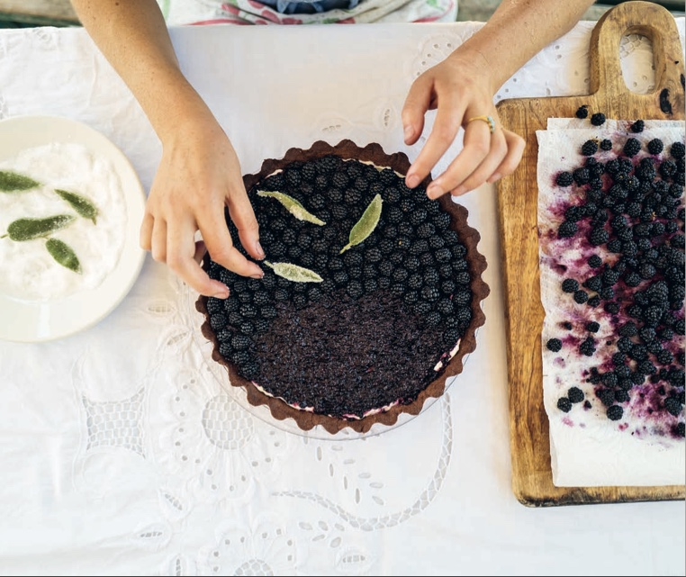 A delicious summer recipe: Chocolate and Mascarpone Tart with Blackberries and Sage