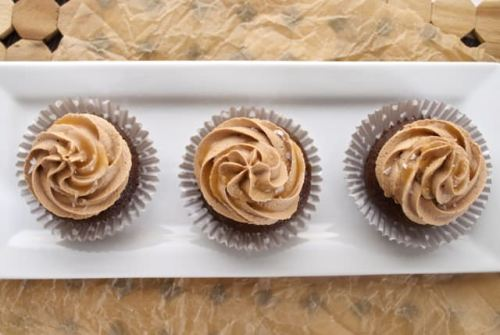chocolate cupcakes with salted caramel chocolate buttercream4