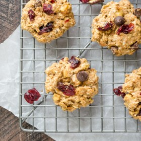 Trail Mix Breakfast Cookies are whole grain oatmeal cookies with no butter or refined sugar for a wholesome breakfast you can feel good about! @FlavortheMoment