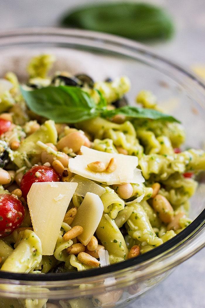 Italian Pesto Pasta Salad is an easy pasta salad!