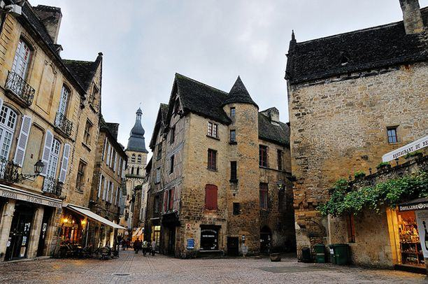 santal-le-caneda @chalbatohi offbeat-destinations-in-world