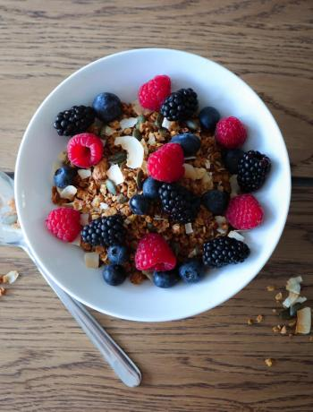 Homemade, healthy toasted coconut nutty granola recipe @FlavourFiles