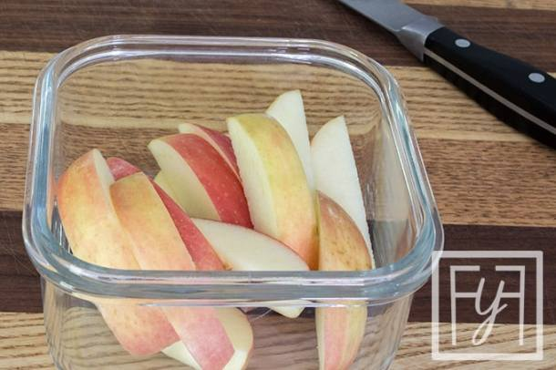 paleo lunch side of apples in glass bowl
