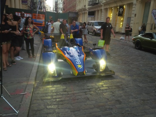 Racers In Soho Seize Of Vingt