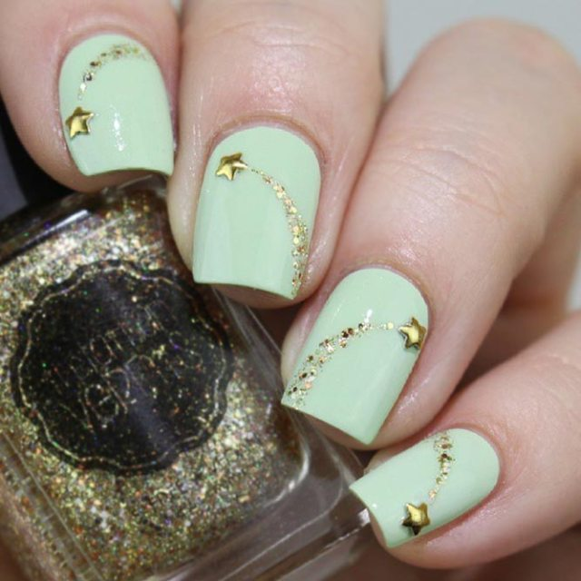 Charming Shooting Star Nails picture 1 - 20 Star Nails Art Ideas For Your Brilliant Look – FlawlessEnd.com
