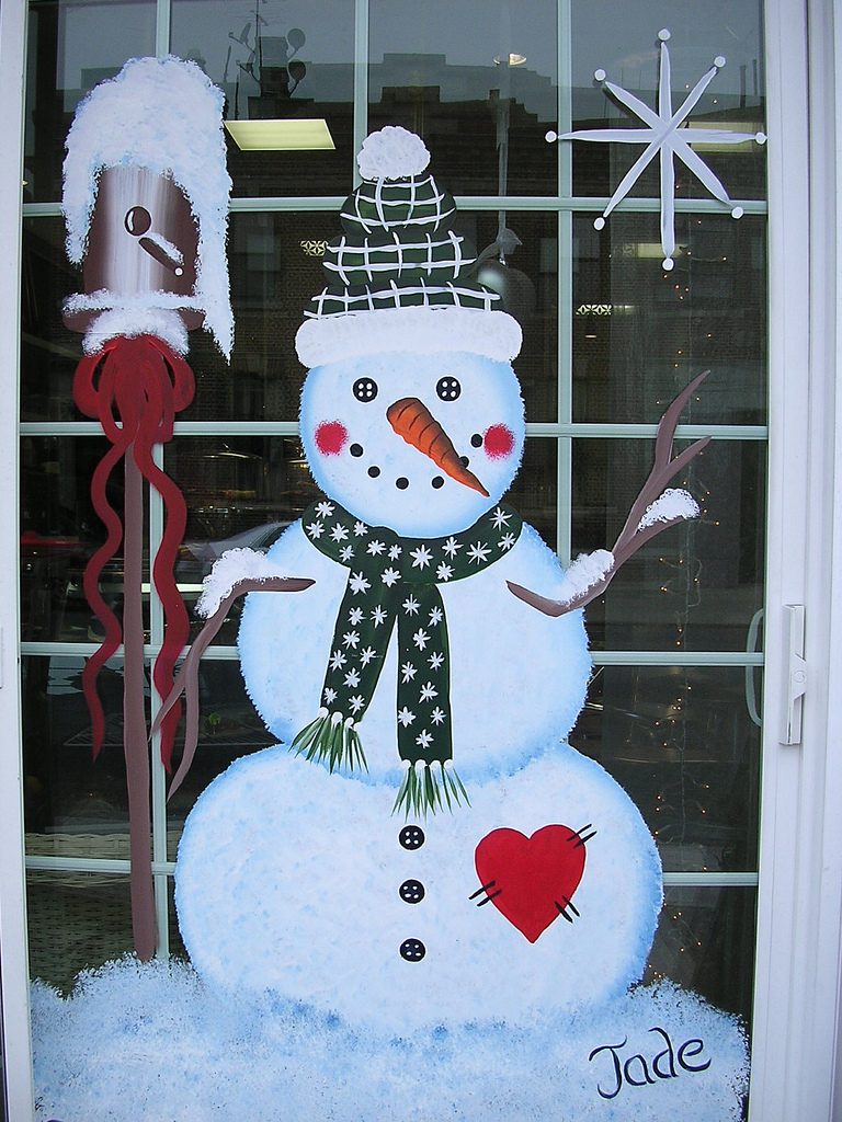 30 Most Fascinating Christmas Windows Decorating Ideas  Flawssy