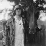 1914-1918, UK woman wearing oilskin
