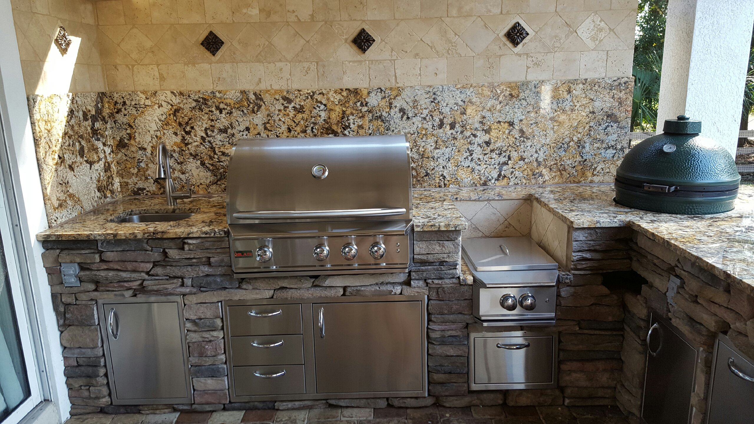 Creative Outdoor Kitchens Backsplash Creative Outdoor