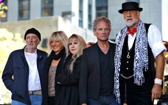 Members of the rock band Fleetwood Mac stand together on stage after performing a concert on NBC's 'Today' show in New York City...Members of the rock band Fleetwood Mac stand together on stage after performing a concert on NBC's 'Today' show in New York City, October 9, 2014. Fleetwood Mac is currently on a world concert tour. From left to right are bassist John McVie, keyboard player and vocalist Christine McVie, vocalist Stevie Nicks, guitarist and vocalist Lindsey Buckingham and drummer and vocalist Mick Fleetwood.   REUTERS/Mike Segar    (UNITED STATES - Tags: ENTERTAINMENT)