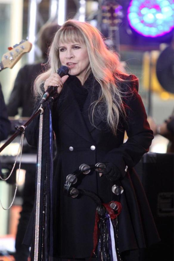 xstevie-nicks-c66d1ba9b4a2fdf03b74987c667f50a52548d1ae.jpg.pagespeed.ic.N44FF9BlmK