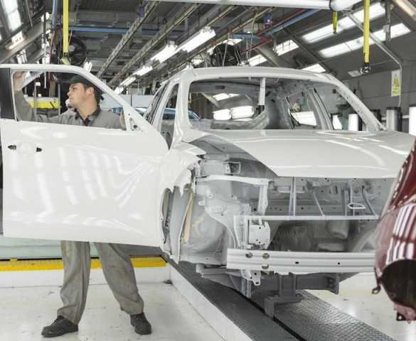 Export demand drives UK car manufacturing to 14-year high