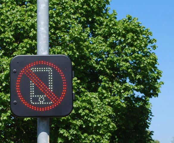 The road sign that can detect if drivers are using mobile phones