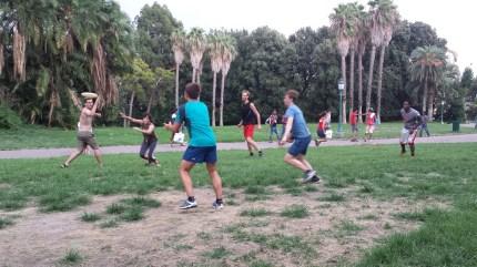 sunday-frisbee