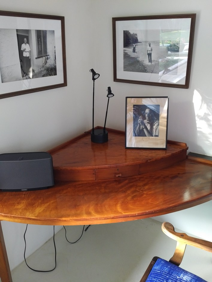 THE Desk
