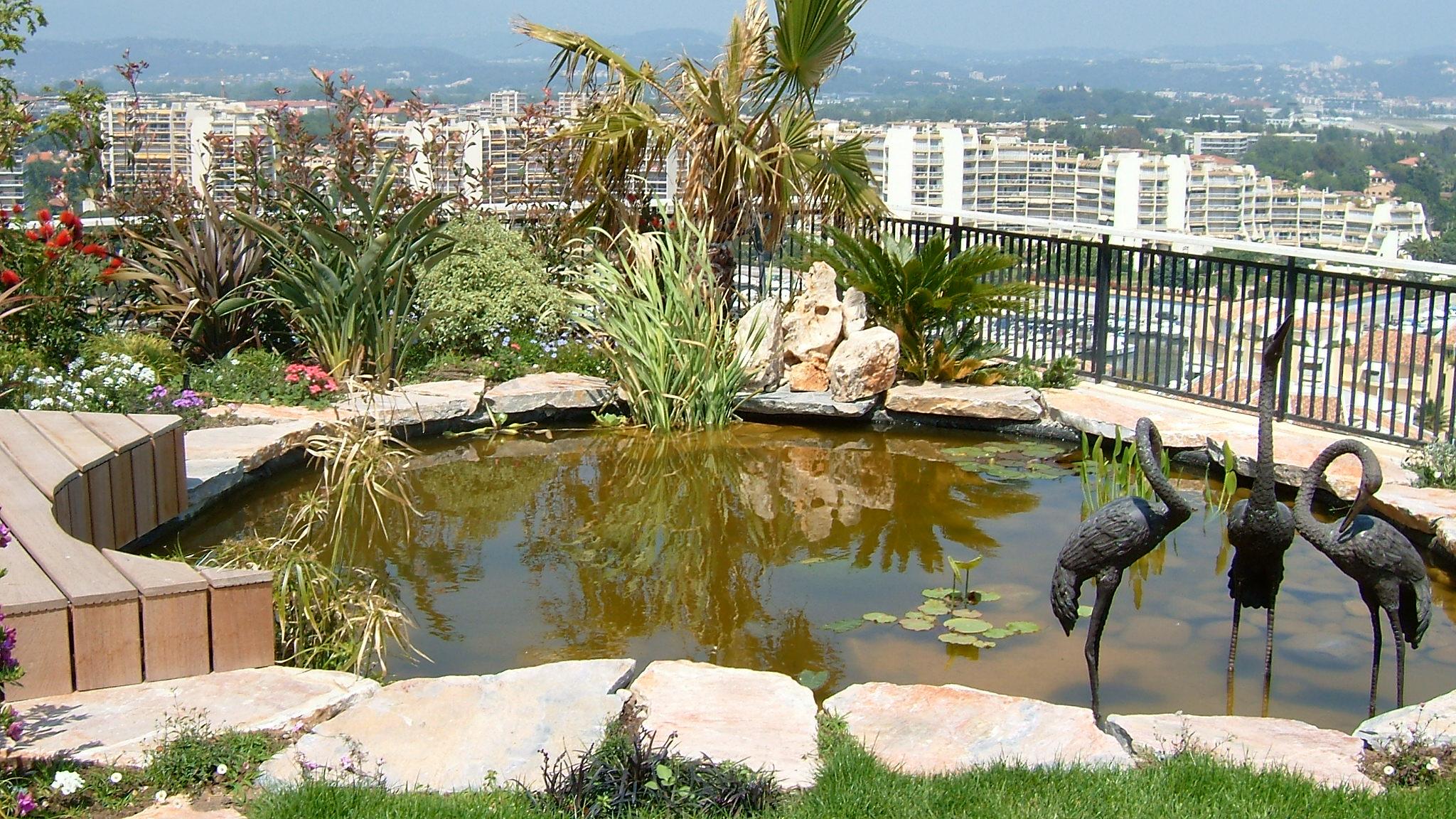 Jardin japonais avec bassin beautiful lanterne toro et for Lanterne jardin japonais