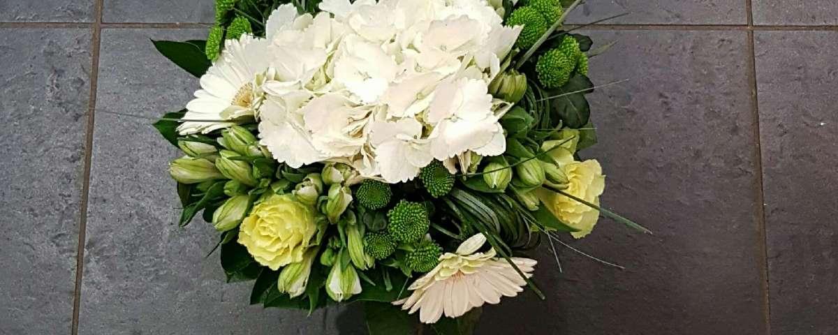 bouquet par Au Jardin de Cecilia fleuriste à Esbly-77450