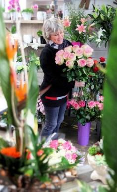 "Pascale, Artisan Fleuriste pour ""LILY...ROSES..."""
