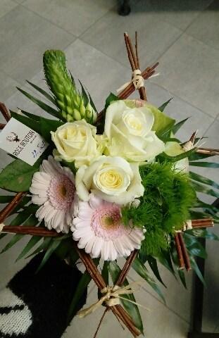 Envoyer des fleurs à Trelazé avec votre fleuriste Rose Bouton
