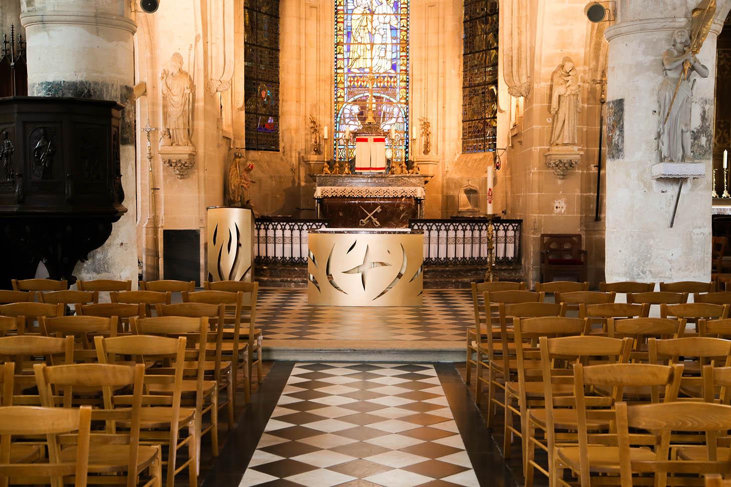 fleur nabert sculpteur église saint pierre ès liens blérancourt intérieur chœur mobilier liturgique autel ambon bronze doré
