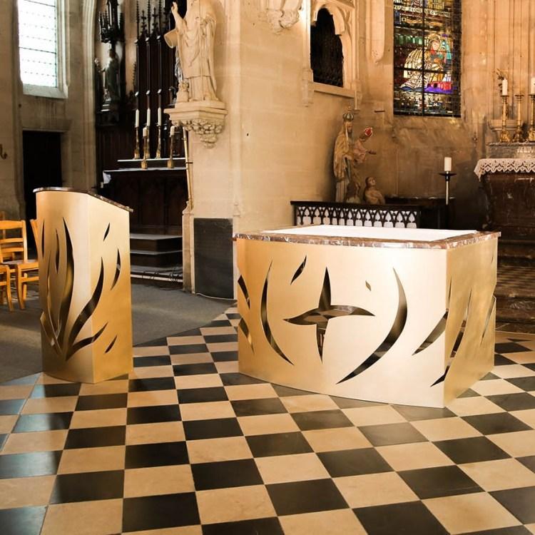 fleur nabert sculpteur église saint pierre ès liens blérancourt intérieur mobilier liturgique autel ambon bronze doré