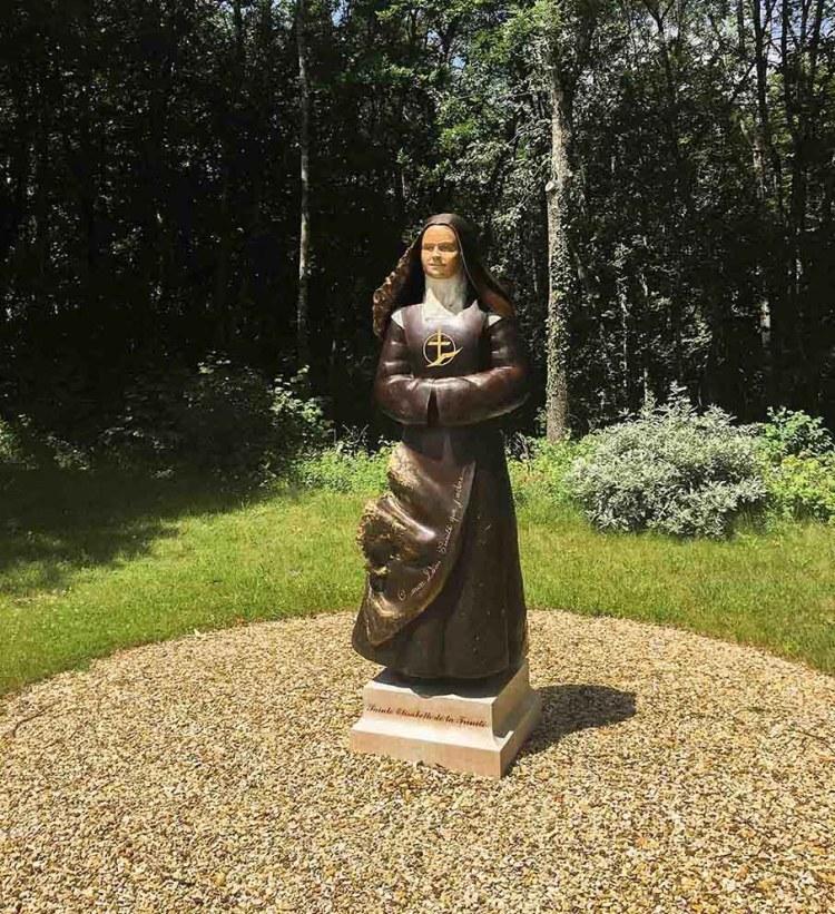 fleur nabert élisabeth trinité statue canonisation carmel flavignerot extérieur
