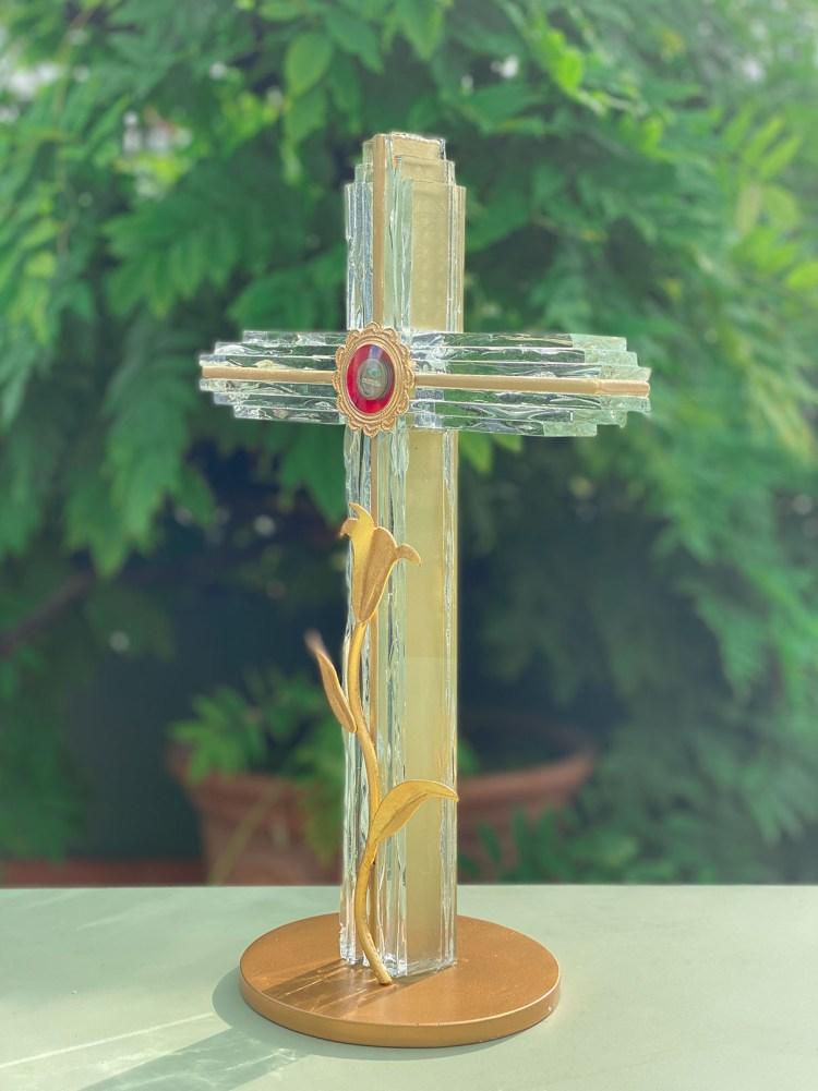fleur nabert sculpteur reliquaire de saint joseph lingolsheim en ciel verre et feuille d'or