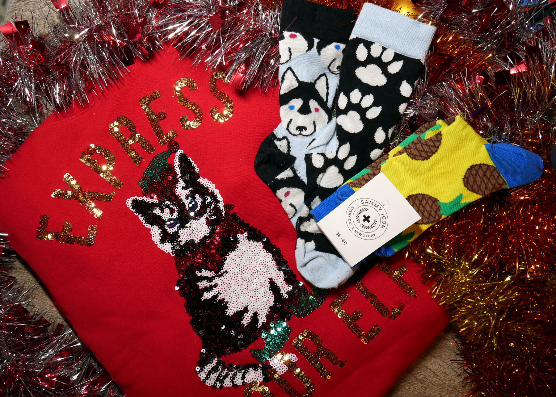 Socken-giveaway-sammy-icon-funny-ugly-christmas-sweater-preparation-hm.jpg