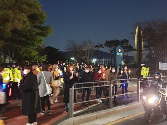 '변 희수 상사 추모 행동'에 참여한 시민들.
