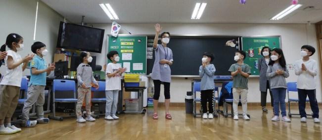 올 3월부터 전교생이 매일 등교를 하는 서울 은평구 은빛초등학교 1학년 아라반 학생들이 지난 14일 오전 수업을 듣고 있다. 김혜윤 기자 unique@hani.co.kr
