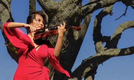Yoomia_Modern_Violinist