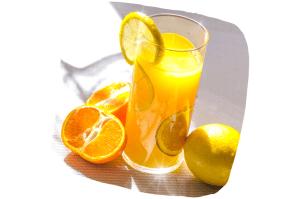 Un verre de jus d'orange le matin est souvent recommandé en cas de fatigue hivernale