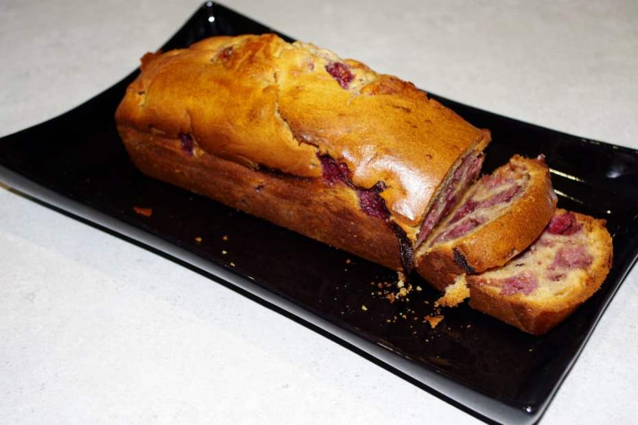 Recette de cake au chocolat blanc et framboises