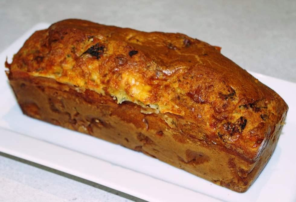 Recette de cake aux tomates séchées et gorgonzola