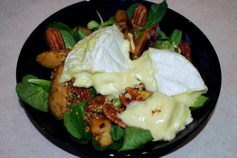 Recette de la salade au camembert rôti
