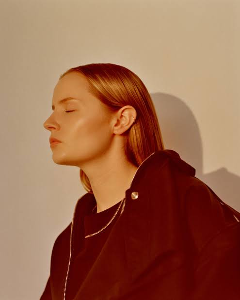 Charlotte Day Wilson - Keep Moving