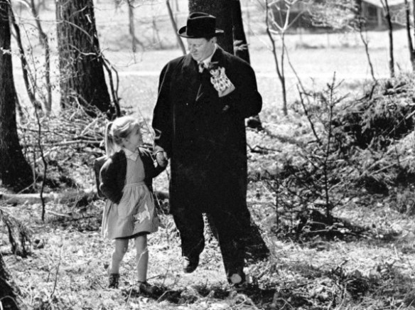 it-happened-in-broad-daylight-1958-001-little-girl-walking-with-puppeteer-in-woods