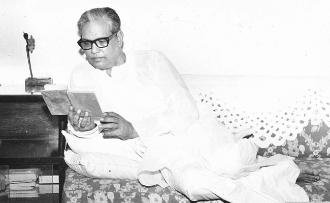 8 Beautiful Songs Penned by the Legendary Majrooh Sultanpuri